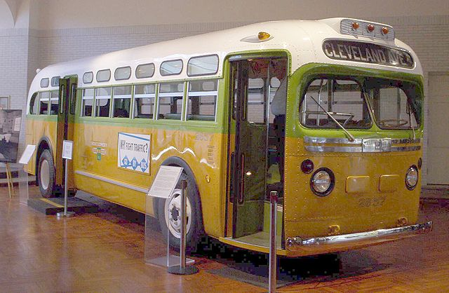 1955 : Rosa Parks Arrested for Not Giving Up Her Seat