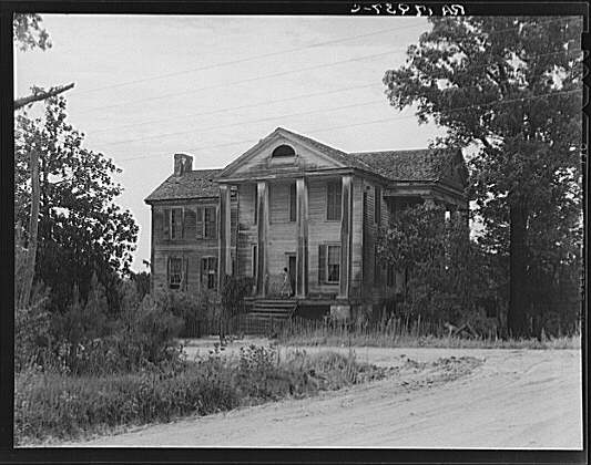 An antebellum plantation home is abandoned for Abandoned plantation homes for sale