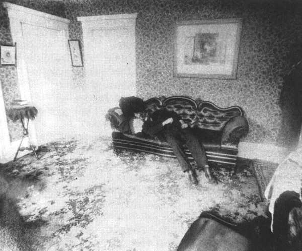 Famous Murders Crime Scene Photos http://kootation.com/crime-scene-photos-from-famous-murders.html