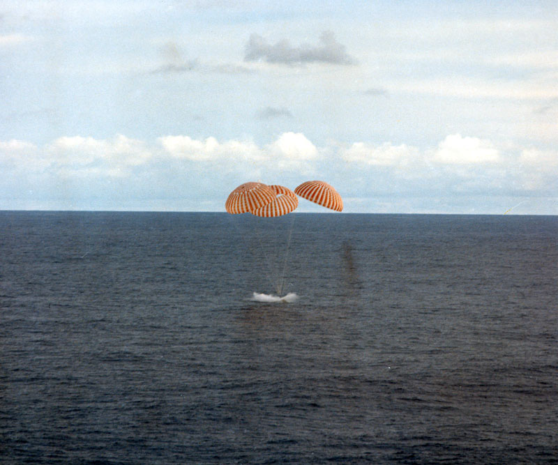 Image result for splashdown of apollo 13