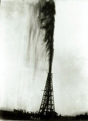 Black Gold at Spindletop - Lucas Gusher American History Tragedies and Triumphs Visual Arts