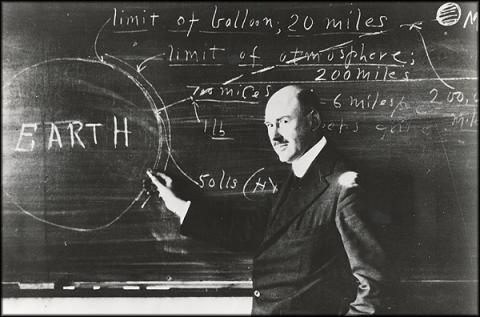 Robert Goddard American History Famous People Aviation & Space Exploration STEM Visual Arts