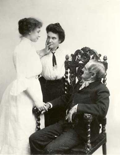 how did anne sullivan teach helen keller how to communicate