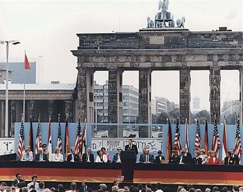 President Reagan at the Brandenburg Gate American Presidents Famous Historical Events Famous People Social Studies Visual Arts World History