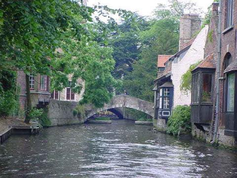 Brugge - Quaint Flemish Town Medieval Times Philosophy Geography Visual Arts
